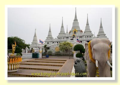 Bangkok Airport Layover; Louis' Tavern Dayrooms are a welcome place to sleep in Bangkok Airport