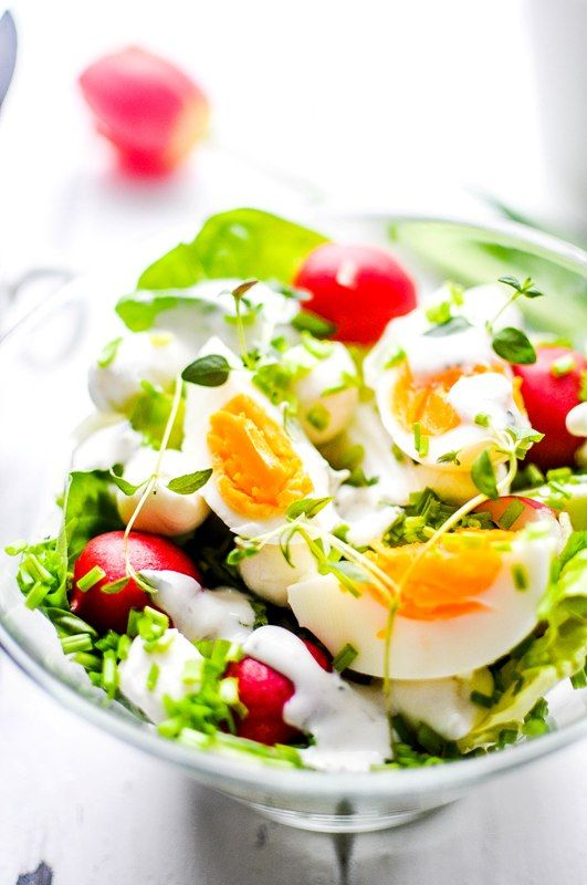 Spring salad with radish, egg, mozzarella, chives, thyme and herb yogurt dressing.
