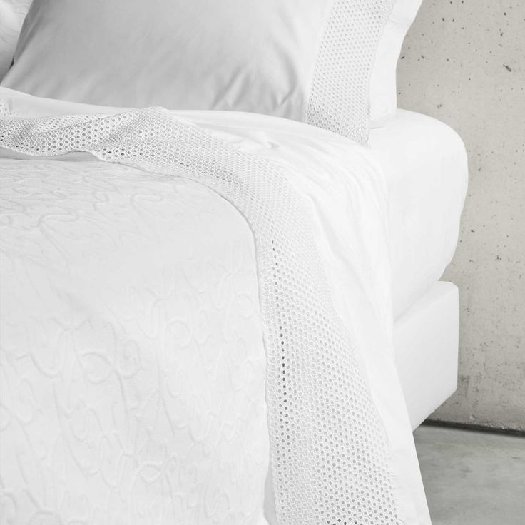 Pearl is made of 100% Egyptian Cotton, in a percale weave, and 300TC sq inch.