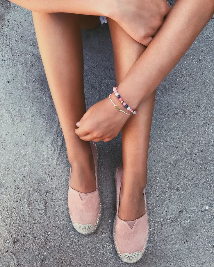 Espandrilles & nature stone pearls 🐚🌸 #myAnalie #mySkye #myownbracelet