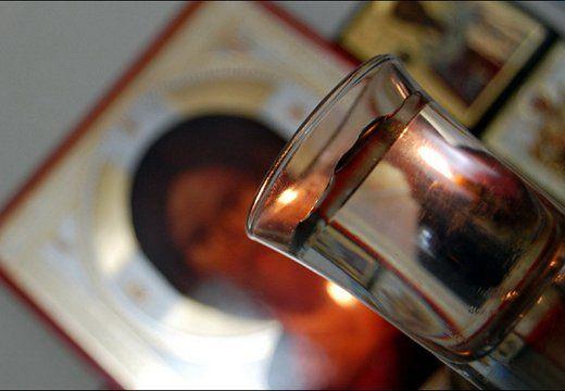 Пейте святую воду, как можно чаще. Это самое лучшее и наиболее эффективное лекарство. Это говорю не только, как священник, но и как врач. Из моего опыта в медицине.   Святитель Лука Крымский