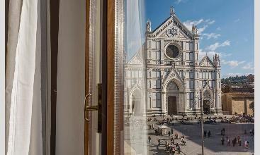 Loggia Santa Croce. Amazing apartment to rent in FLorence http://www.windowsonitaly.com/property/loggiasantacroce-woi