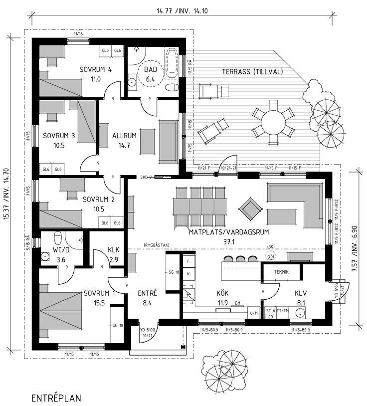 Välplanerat vinkelhus med skyddad entré under tak. Barnen har sin egen del av huset, med sovrummen samlade kring allrum och eget badrum.