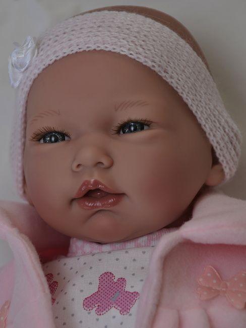 Realistické miminko -holčička Nadia v růžovém kabátku od firmy Guca ze Španělska
