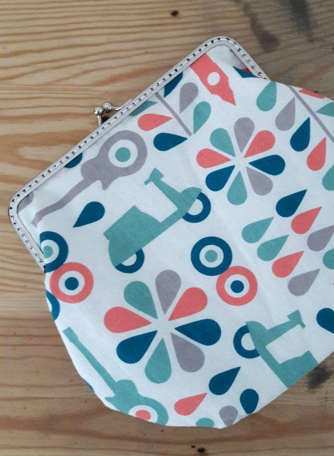 Clasp clutch, organic fabric Cloud9 | Happy in Red