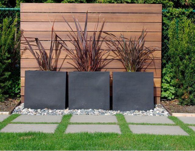 Love this! Like the mix of wood, concrete, rock, and life. Use of timber planks as wall feature