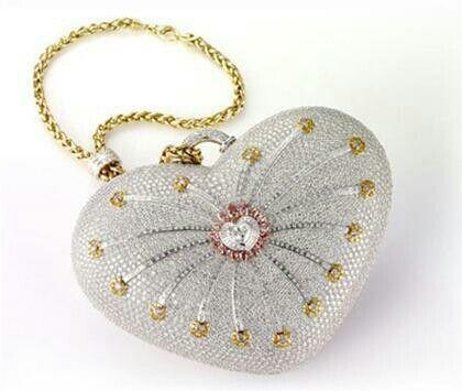1001 Nights Diamond Purse, tiene un valor de 3.8 millones de dólares.