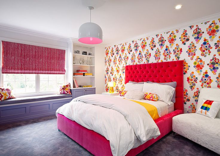 Loud wallpaper and pink tufted bed!