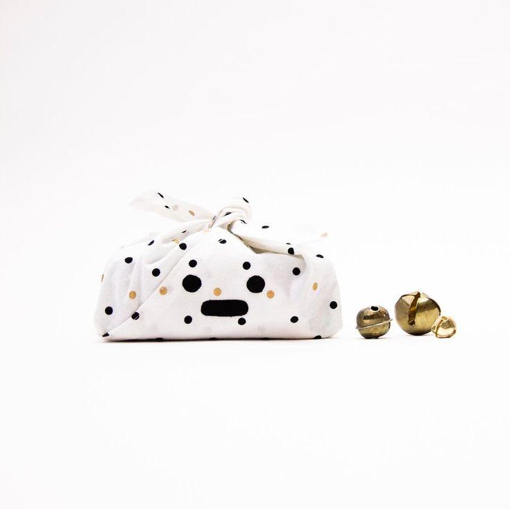 You need ideas to fill your bento bags? We made a list of 10 sewing project ideas that make cute gifts and that you will have time to sew before Christmas! Link in bio //// Besoin d'idées pour remplir vos bentos? Visitez le blogue pour une liste de 10 idées cadeaux couture faciles et rapides à coudre! . . #ideecadeau #cadeaucouture #jaliegalaxie #pluton #bento #mavieenjalie #sewingjalie #cousumain #jalielife #diygifts #teachersgifts #quicksew