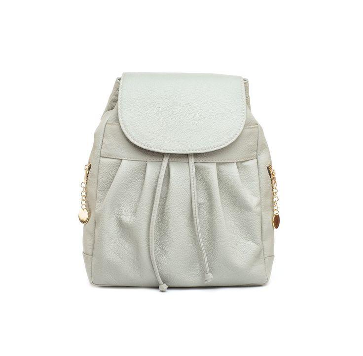 Dámsky kožený módny ruksak 8665u z prírodnej kože v hnedej farbe.Dnes sú trendy najmä kožené ruksaky s motívmi – vzormi, ktoré pôsobia na ruksaku dominantne. https://www.vegalm.sk