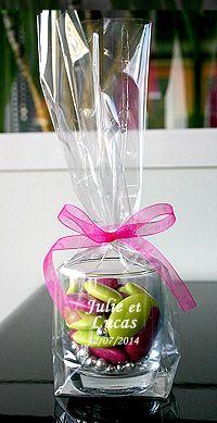 Verrine verre luxe dragées - En forme de tonneau, cette verrine en verre translucide permettra d'emballer avec originalité vos dragées et de laisser libre court à votre imagination pour trouver la couleur adaptée à votre mariage. http://www.mariage.fr/lot-de-6-verrines-tonnelet-verre-luxe-avec-dragees.html