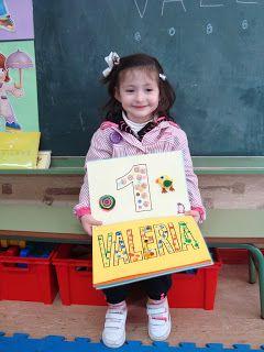 """Plastificando ilusiones: Valeria y """"El libro de los nombres decorados"""""""