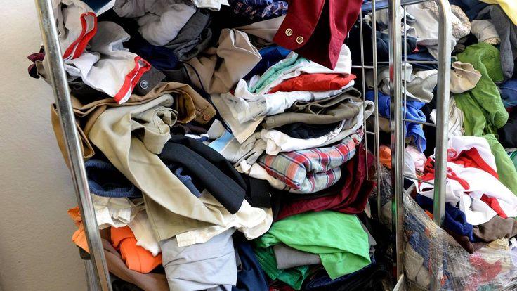 Tekstiiliteollisuudessa kehitellään nyt kiivaasti keinoja hyödyntää käytöstä poistuneita tekstiilejä. Toistaiseksi se on vaikeaa.