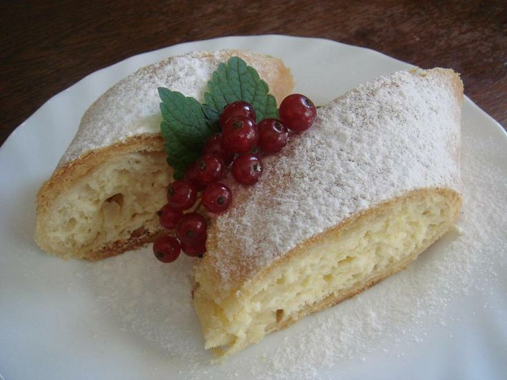 Strudel filled with sweet cottage cheese