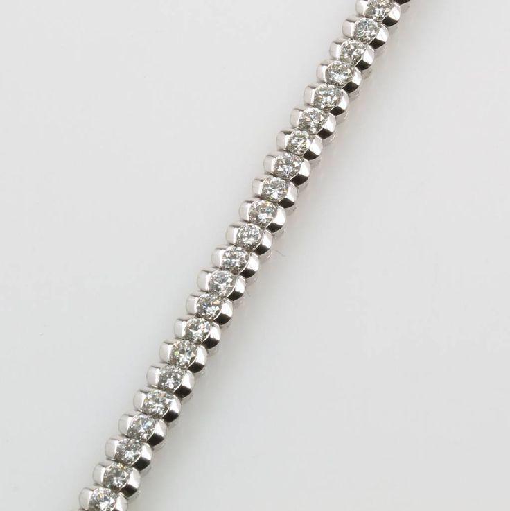 Armband mit Brillanten, WG 750/000, Brill. zus. ca. 4.38 ct feines Weiß/si, Kastenschl. m. Sicherheitsbügel, L. ca. 19 cm, Schätzpreis EUR 14500.-  ehemaliger Verkaufspreis 8160,- €  jetzt 7750,- €