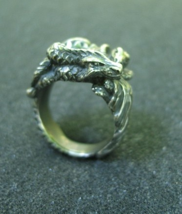 Dragon Ring- I've always wanted one like this!