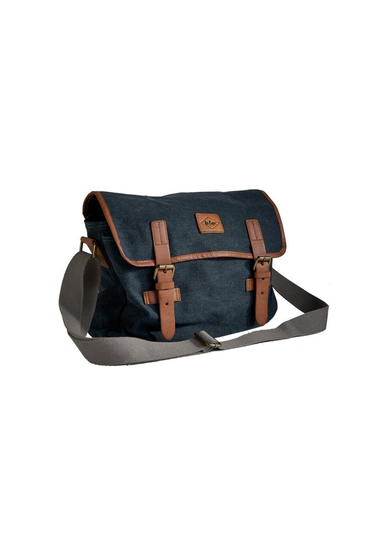 HOXTON. A canvas Ipad bag. Perfect stuff for your daily activity.