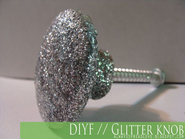 DIY Glitter Knob - Perfect for redoing the dressers we got for the girls!