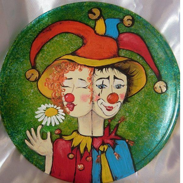 """Моя тарелка написанная акриловыми красками """"Любовь не шутка""""."""