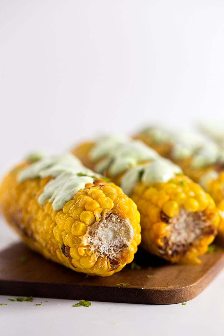 Mazorcas de maíz a la plancha con alioli vegano verde - Las mazorcas de maíz son…