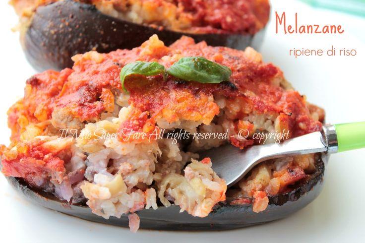 Melanzane ripiene con riso al forno: primo piatto ricco e gustoso o un semplice piatto unico sfizioso.Si preparano in anticipo, ottime anche servire fredde.