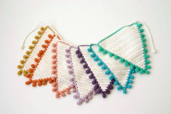 Crochet Bunting PATTERN: Flags with Bobble por TheCurioCraftsRoom