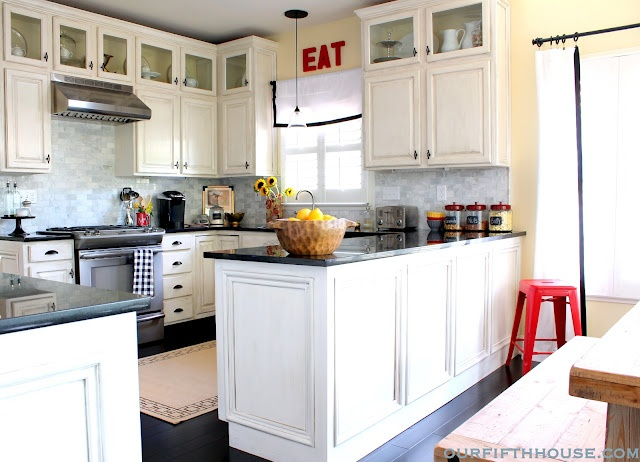 Love the added storage above the basic cabinets.