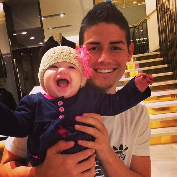 Colombia's James Rodriguez shares photos with his wife and daughter | Colombia's James Rodriguez shares photos with his wife and daughter - Yahoo News India