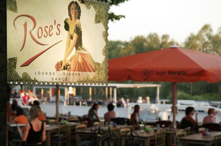 Roses Lounge aan de Rijnkade in Arnhem