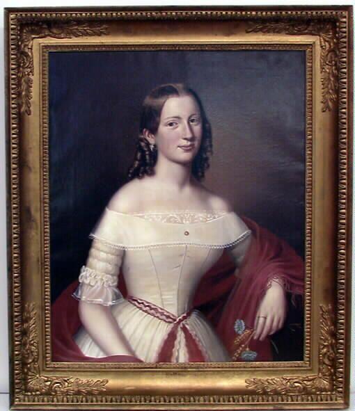Puolivartalokuva, istumassa. Nainen on puettu valkoiseen silkkileninkiin (krinoliiniin), jossa on kapeat käsivarsiin ulottuvat rypytetyt hihat. Puku on s... öljymaalaus; muotokuva Hedvig Rosalie Jack, 1841 | Turun museokeskus | Museo Finna