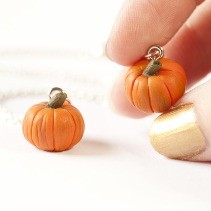 Miniature pumpkin necklaces are now available 🎃💚 Such gorgeous autumnal jewellery to add to your collection. 🍁