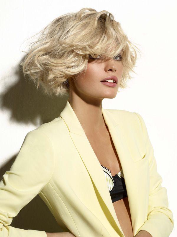 Le soleil des vacances a élairci votre couleur et créé de jolis reflets dans vos cheveux ? C'est le moment de les mettre en valeur ! FemmesPlus a sélectionné 25 idées de coupes estivales pour sublimer cheveux blonds et autres mèches décolorées. On se met à l'heure d'été !