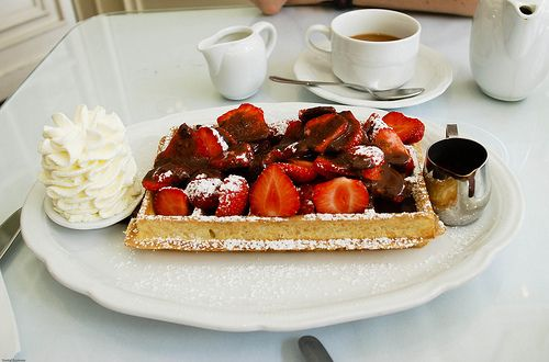 Strawberries for breakfast: Desserts, Breakfast In Beds, Chocolates, Yummy Food, Belgian Waffles, Recipes, Weights Loss, Cream, Belgium Waffles