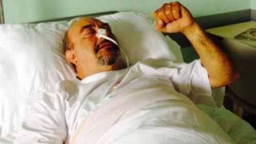 Spettacoli: #Vauro e la #foto in letto d'ospedale: 'Dedicata a chi mi augura di schiattare  scampata... (link: http://ift.tt/2djYisP )