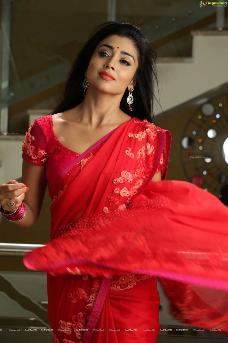 Shriya+Saran+latest+hot+navel+and+cleavage+show+in+saree+photos+(17).jpg (960×1440)