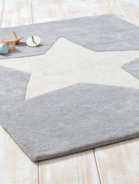 Kuschelweicher, schwerer Teppich mit Stern-Motiv. Perfekt für Kinder: Sie können auf den Knien oder barfuß darauf spielen.DetailsGröße: 90x120cm.Material100% Baumwolle.;
