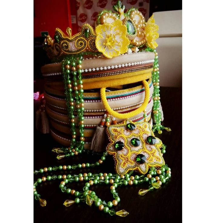 На заказ, эксклюзивные украшения от #sardaana_karzon @sardaana_karzon.ykt +79142700654 WhatsApp Материал: чешский бисер номер 10, стеклянные бусы светло зелёные, объемные бусы, чешское стекло, натуральная кожа. Репост друзья🙌 НАБОР ПРОДАН