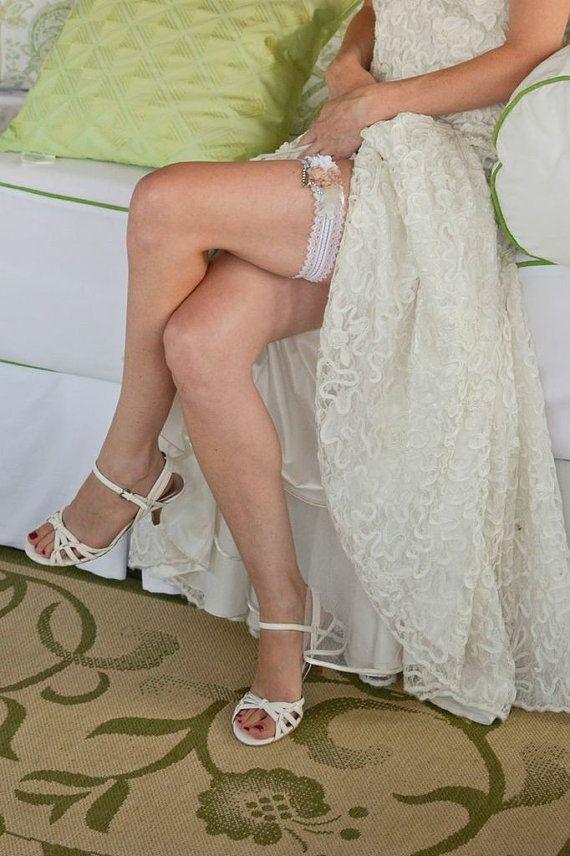 Flower Wedding Garter White Lace Garter Vintage by JArendsDesigns