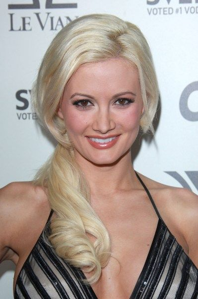 Holly Madison ponytail hairstyle 1  http://www.hairstyleagain.com/hair-style-beauty/holly-madison-ponytail-hairstyle/#