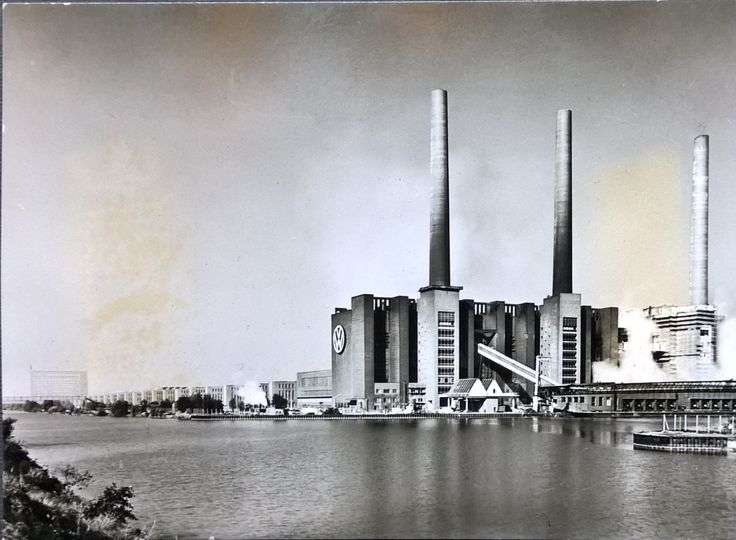 Bild 1 - The front of the Volkswage factory in Wolfsburg, known all over the world. It is 1,5 km (1 mile) long. In the foreground the power plant and the Anchorage for barges. Coal is brought here along the Mittelland Canal and is unloaded on to conveyors that bring it right up to the power plant boilers. No further spade work is required.