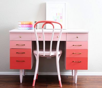 Pink Ombre Desk.  So warm and rosy.  I can picture sitting there with a pen and paper, writing a good old fashioned letter to a dear friend...