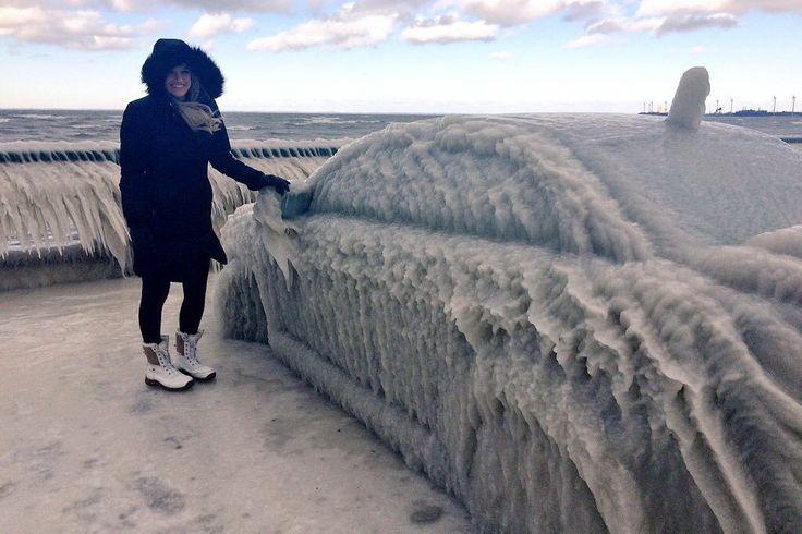 В США автомобили превратились в ледяные скульптуры