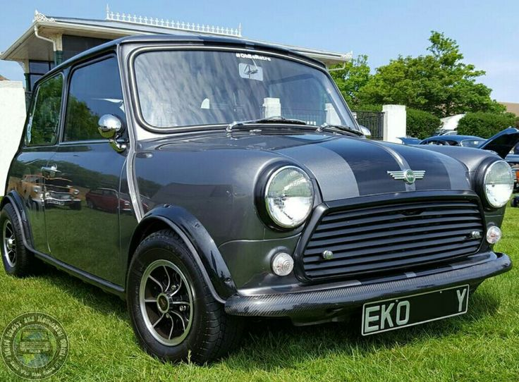 Mornin Miniacs! we hit the road with a marvellous lil Saturday Stunner. Love the Grey n Black colour combo, the carbon touches are very cool.  Have a great day folks