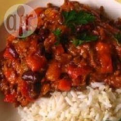 Vegetarische bonenschotel met o.a. zwarte bonen, wortel, tomaat, paprika en verse kruiden. Serveer eventueel nog met zilvervliesrijst.