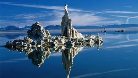 Tufa formations in Mono Lake Tufa State Reserve. // Top 10 US travel destinations for 2013