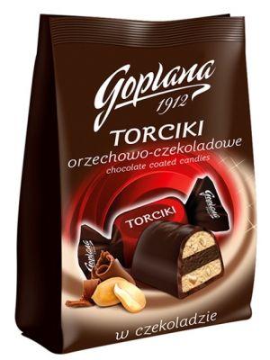 Kuszący podniebienie smak orzeszków arachidowych w klasycznym połączeniu z czekoladą najwyższej jakości. Unikatowa, trójwarstwowa kompozycja torcików, stworzona z myślą o tym, by oddziaływać na wszystkie Twoje zmysły. Torciki z Goplany to intensywność i harmonia doznań, nie tylko dla wytwornych smakoszy.