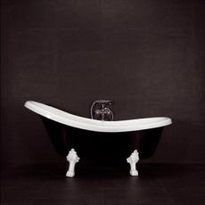 svart badkar    black bathtub