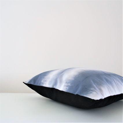 TREASURE: Aura-tyynynpäällinen | Weecos  #annieeleanoora #aura #shibori #pillow #tyynynpäällinen #värjäys #dyeing #shiborideco #shiboripillow