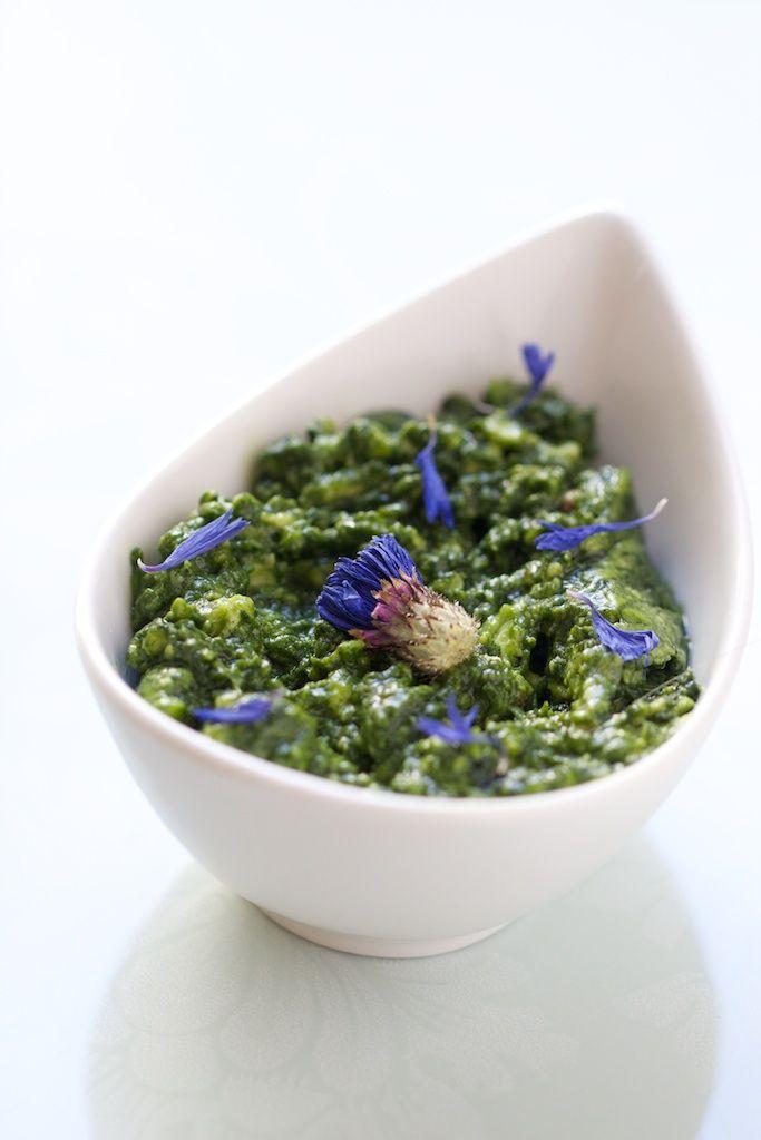 Sauce ail des cours / coriandre / avocat / huile de chanvre / chlorella / bleuets