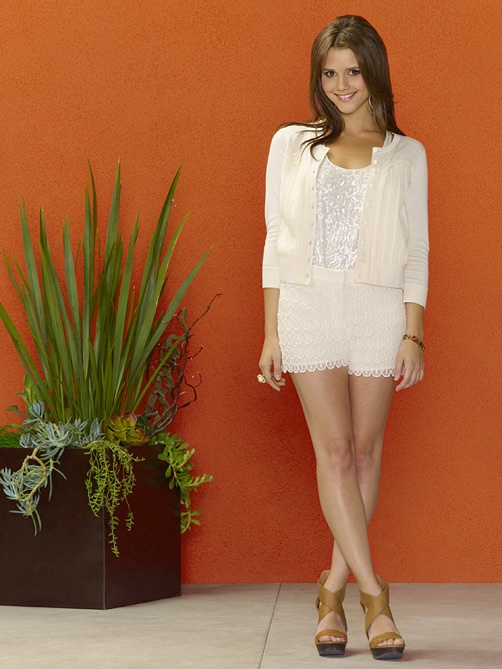 Alexandra Chando  The Lying Game. Love this outfit! I want that outfit